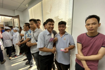 "Viet Huong's employee happy and excited when receiving ""Li xi"" from BOD"