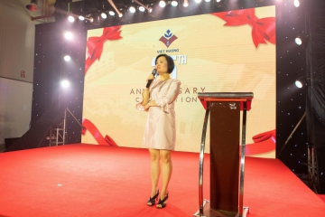 Founder and CEO Ms Nguyen Thuy Quynh had a significant and emotional speech