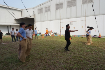 "Game ""Double sack race"""