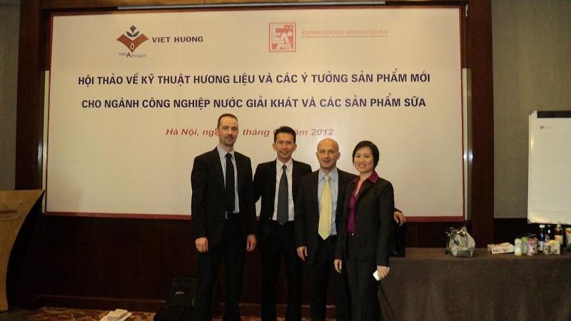 Việt Hương tổ chức thành công hội thảo kỹ thuật 2012