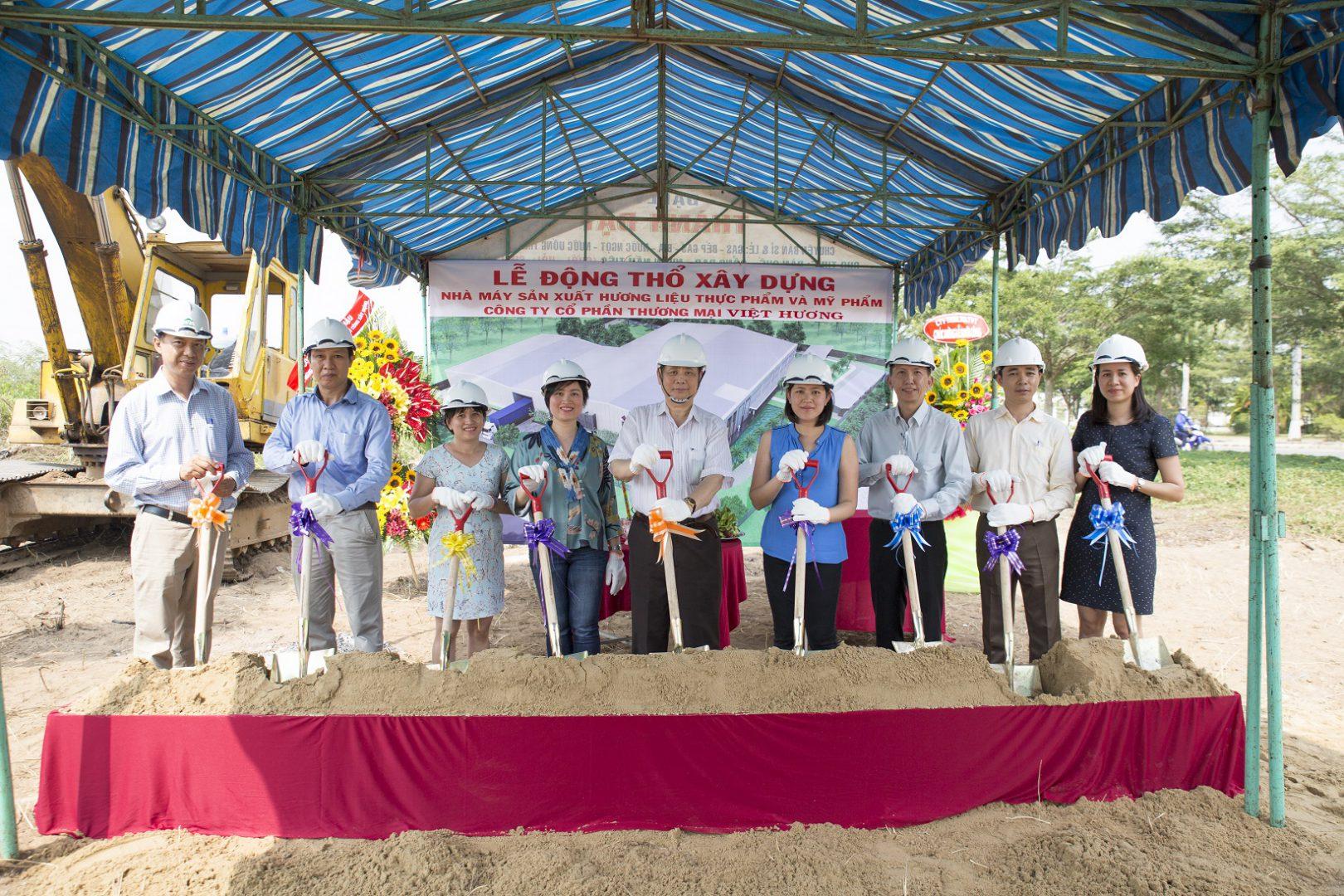 lễ động thổ xây dựng nhà máy hương liệu Việt Hương